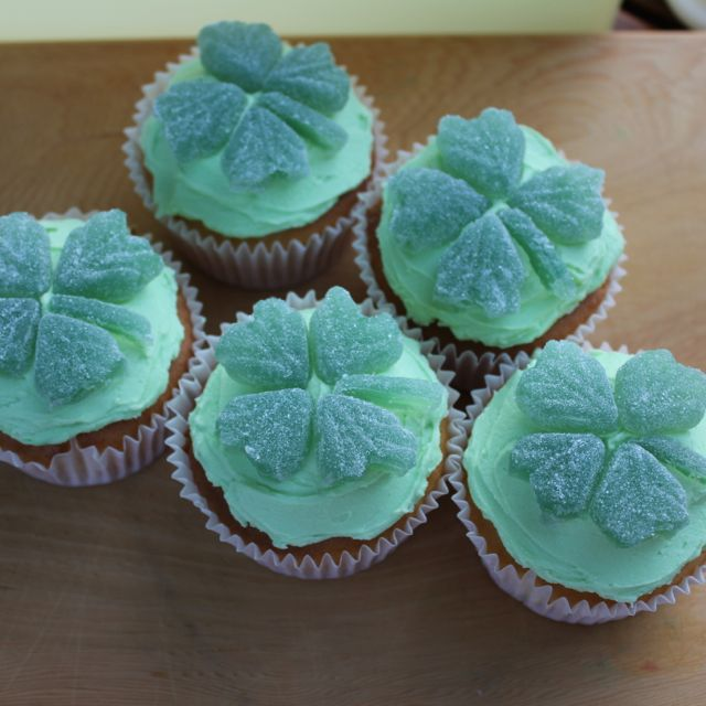 Simple St Patrick's Day cupcakes
